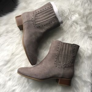 Brand New Aerosoles gray boots bootie shoes 7.5M